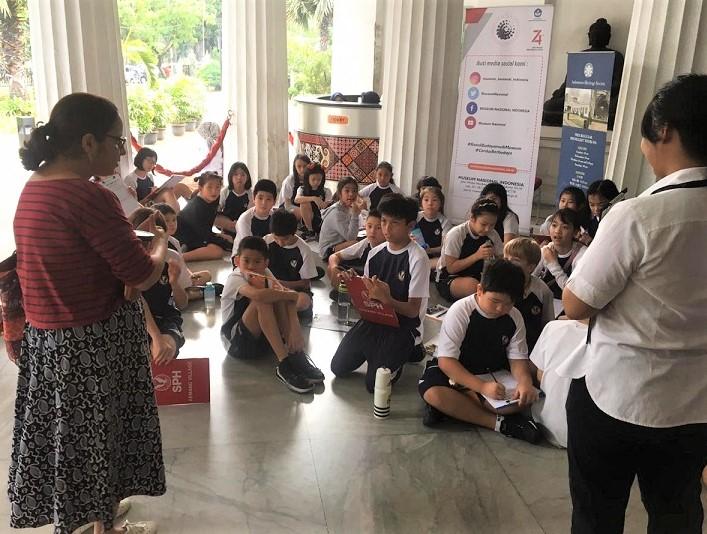 Ratika Shah (IHS Museum Guide) guiding school children